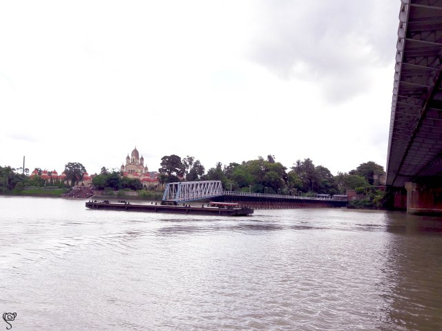 The temple, jetty and the Vivekananda Bridge