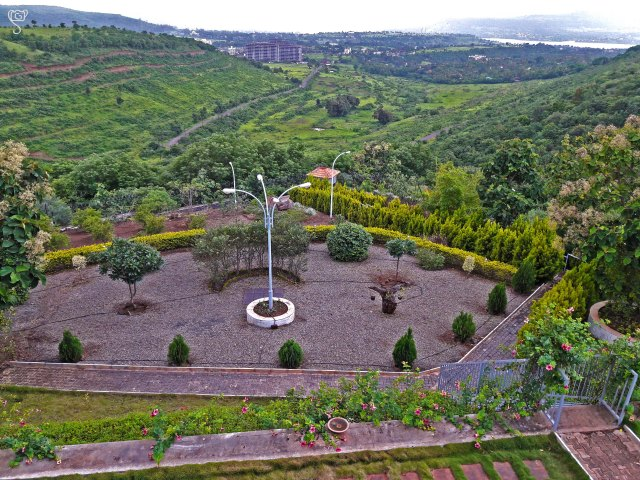The landscape garden of the house, with the valley view