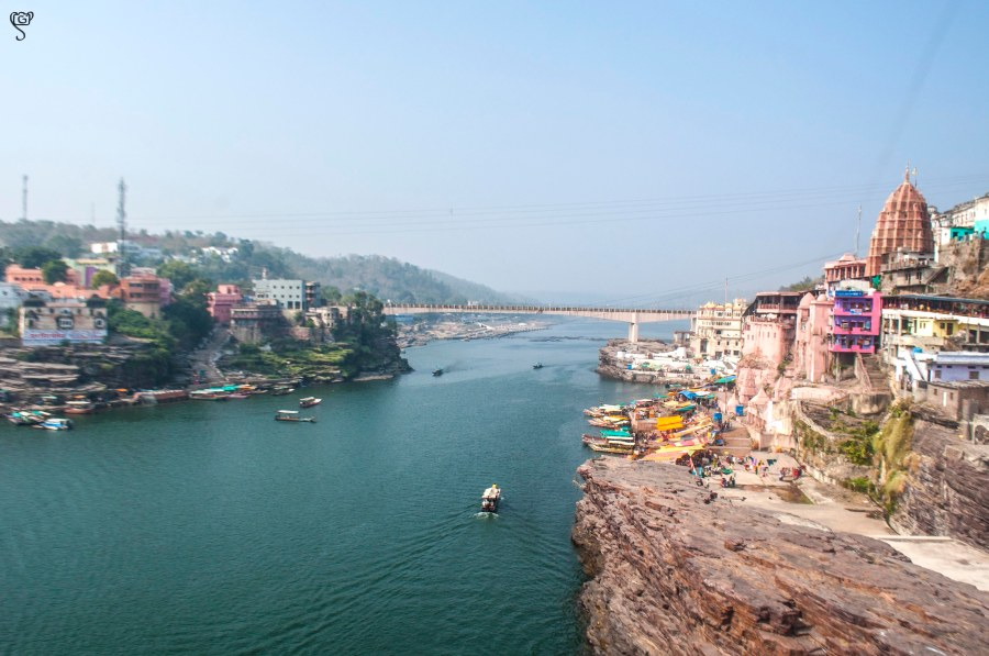 River Narmada with the Omkareshwar temple on the right