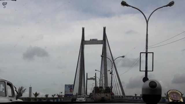 Entering the Vidyasagar Setu