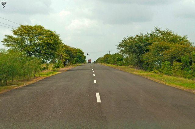 The road to Meherabad