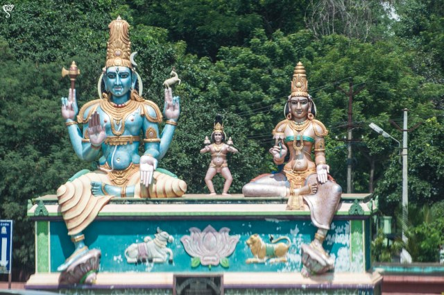 Beautiful statues near the Mallikarjun temple