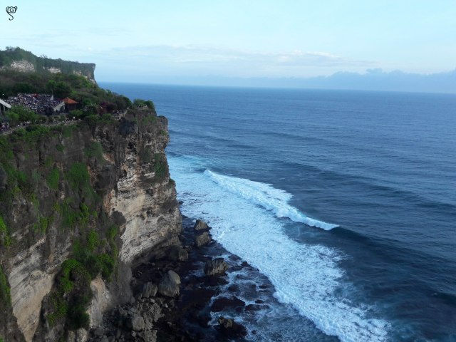 The other side of the Uluwatu temple