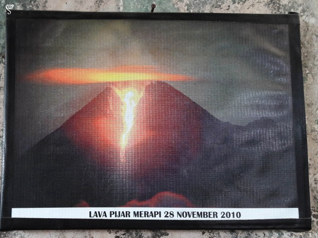 Image of the eruption of Merapi in the year 2010, displayed in the museum