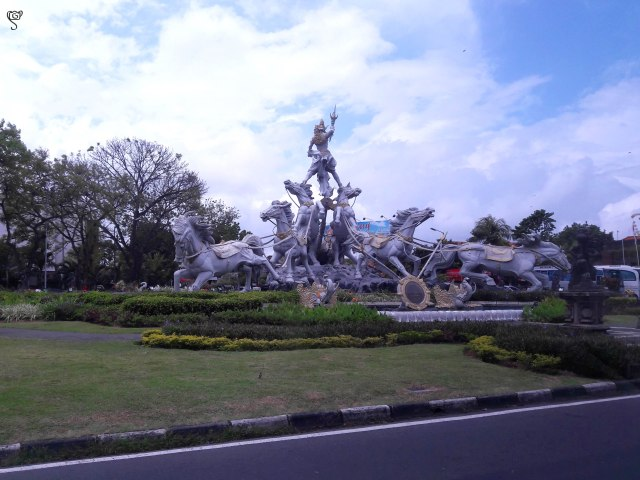 A beautiful roadside sculpture