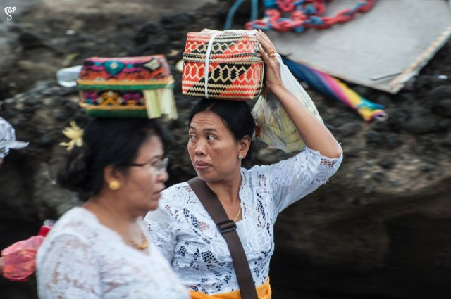 Women carrying offerings in the basket