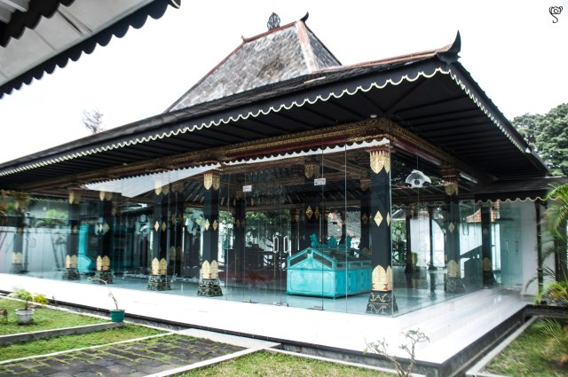 The glass chamber in the Kraton
