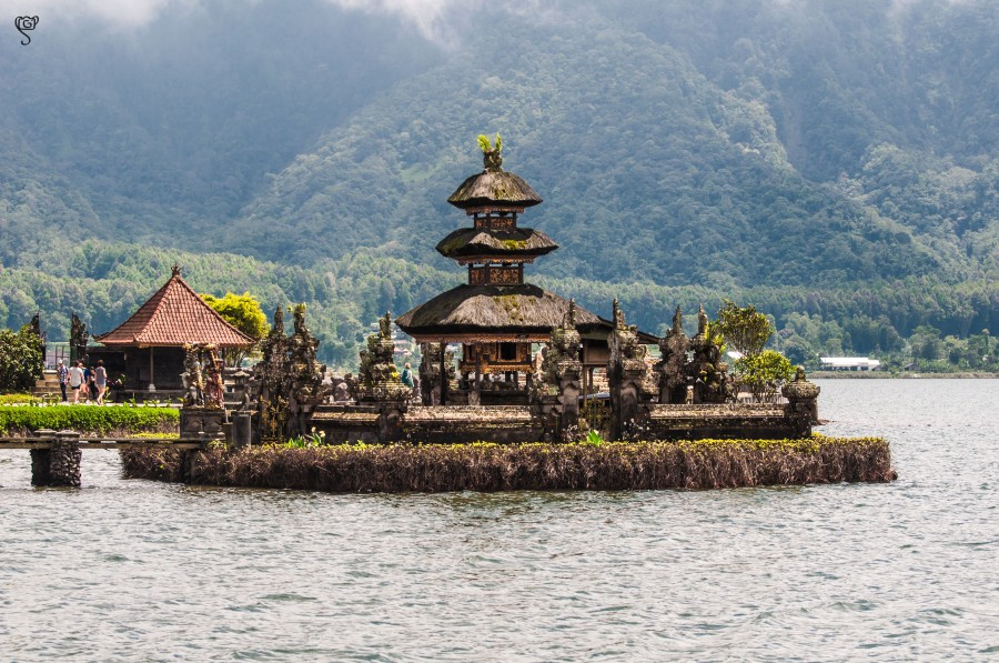 Shrine in the lake at Ulun Danu Bratan