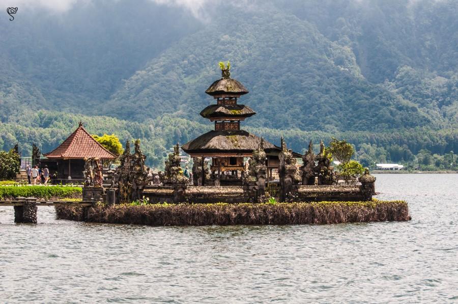 Shrine in the lake at Ulun Danu Bratan