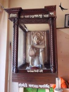 The statue of the creator of Monda in the Monda shop