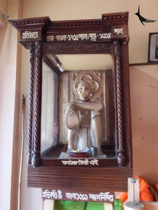 The statue of the creator of Monda in the Monda shop