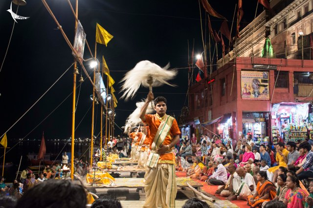 The final stages of the aarti