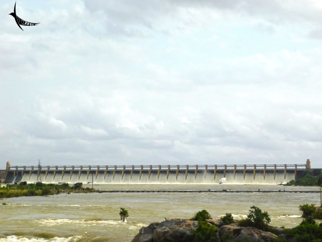 Tungabhadra Dam releasing waters