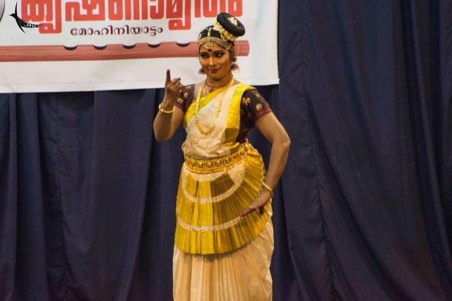 Mohiniatyam performance