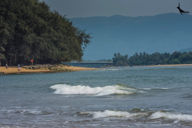 The bridge over the Kali river in the centre with the Karwar beach on the right and the Devbagh beach on the left