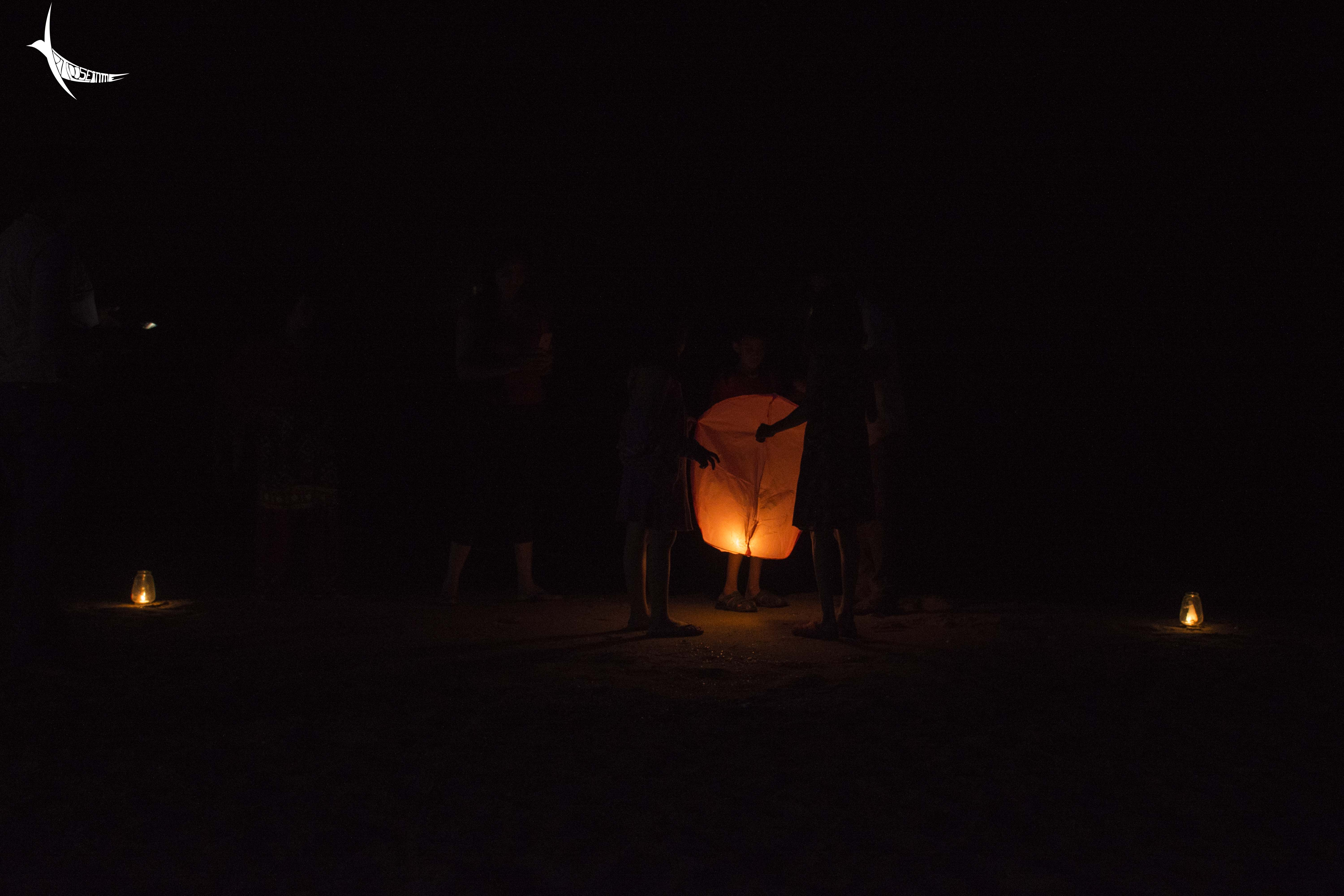 Children with the Chinese lantern