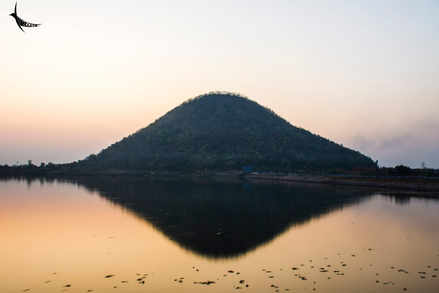 Sunset hues in Baranti Lake