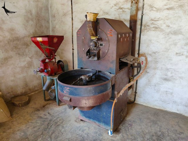 Coffee roasting and grinding machine