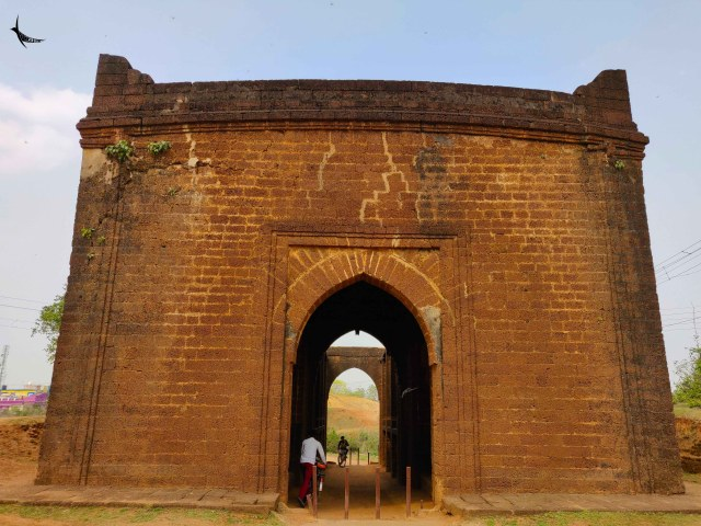 The Patharer Darwaja or the fine arched gateway is built with dressed laterite blocks. The gateway was the northern entrance to the ancient fort of Bishnupur and the Malla king Birsingha built it in the second half of the seventeenth century. It has double storied galleries flanking the central passage for accommodating troops and there were arrow-slits for the archer and the gunman.