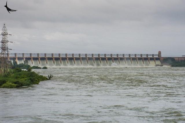 Tungabhadra Dam releasing water