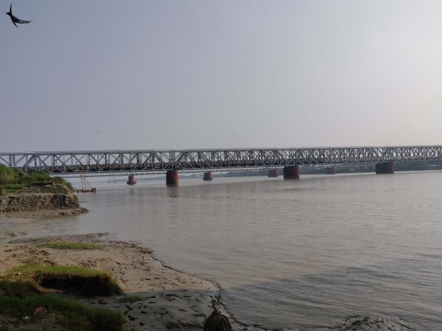 The Kolaghat Bridge over Rupnarayan river near here