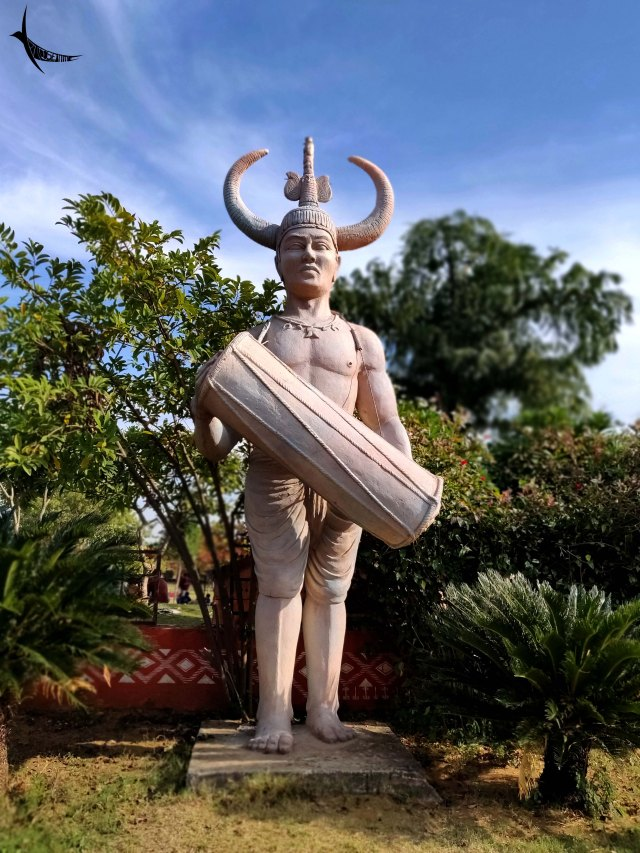 A beautiful sculpture of a tribal man in Purkhauti Muktangan