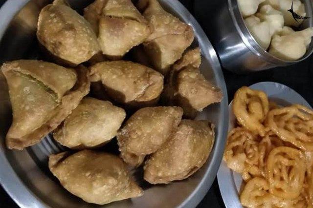 Some quintessential Bengali Singara, Jilipi and Rosbora by the 'Me' chef